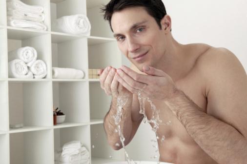 6 วิธีในการอาบน้ำเย็นในช่วงฤดูหนาว