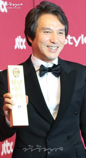 'Kim Soo Hyun' ฮอตควง 'Jun Ji Hyun' กวาดรางวัล Baeksang Arts Awards 2014