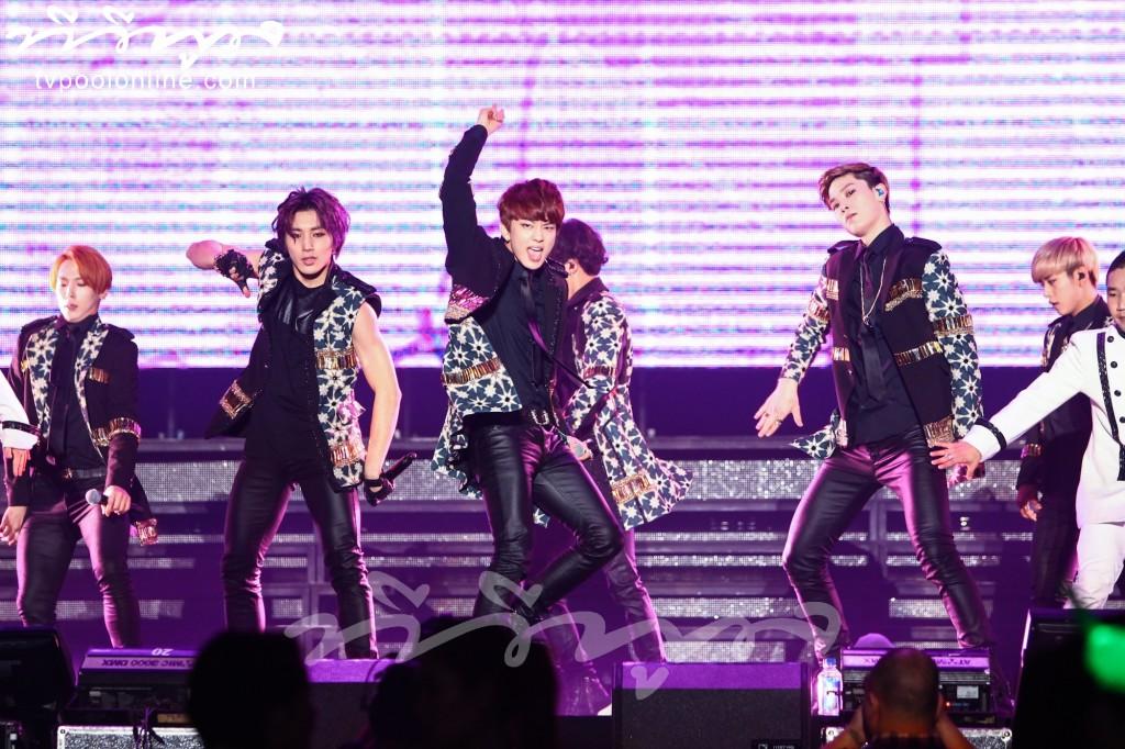 'B.A.P' ไว้ลายฮิพฮอพแถวหน้าของเกาหลี โชว์ร้องเต้นสดสุดมันส์ปิดท้ายเวิลด์ทัวร์