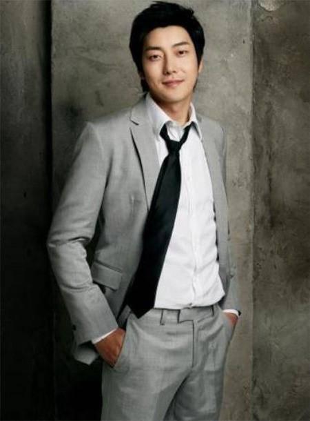 """พบศพนักร้องหนุ่ม """"คิมจีฮุน"""" ในโรงแรม สันนิษฐานฆ่าตัวตาย"""