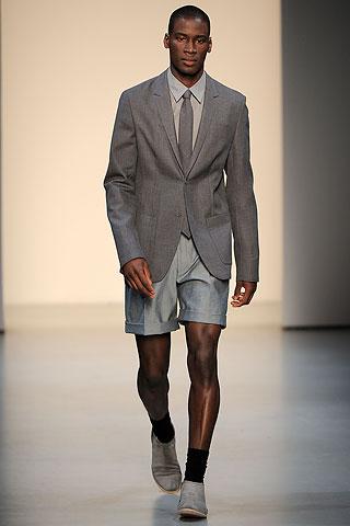 ผู้หญิงชอบผู้ชายใส่รองเท้าสไตล์ไหน ต้องดู?