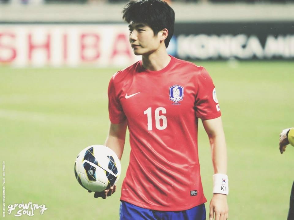 แท็กสุดฮิต!! #นักบอลหล่อบอกด้วย  #ยอมแล้วทูนหัวอยากมีผัวเป็นนักบอล!