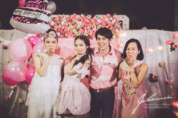 """ภาพควันหลง!! """"บัว สโรชา"""" น้องสาว """"บีม กวี""""  ในธีม Floral Pink Part"""