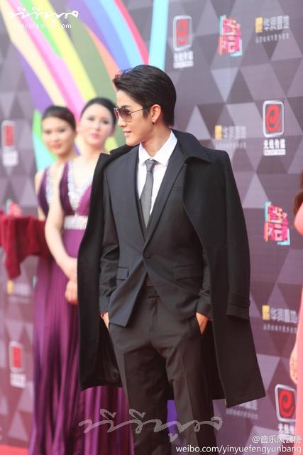 """""""ไมค์ พิรัชต์"""" รับรางวัลงาน Top Chinese Music Awards"""