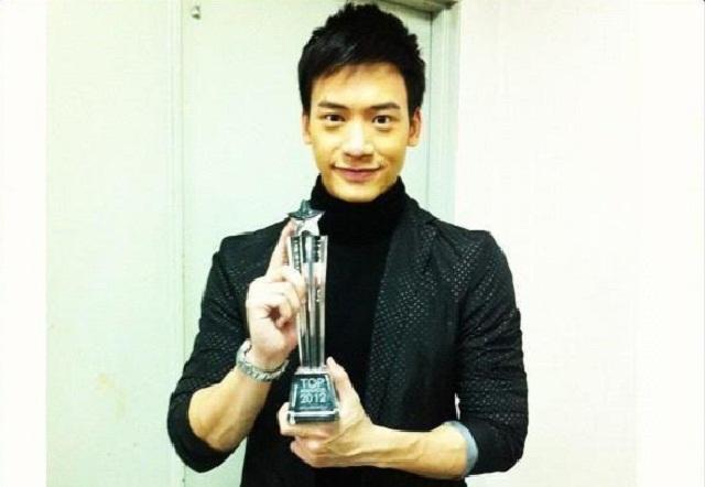 """รางวัลสุดยอดผลงานคนบันเทิง """"TOP AWARDS 2012"""" เสียงจากมหาชน"""