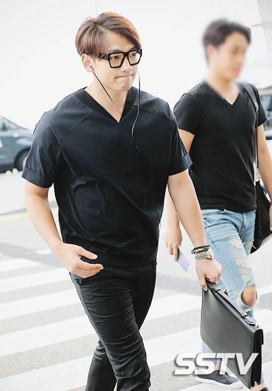 """คู่รักสุดฮอต """"คิมแทฮี – เรน"""" เดินทางไปเมืองจีน"""