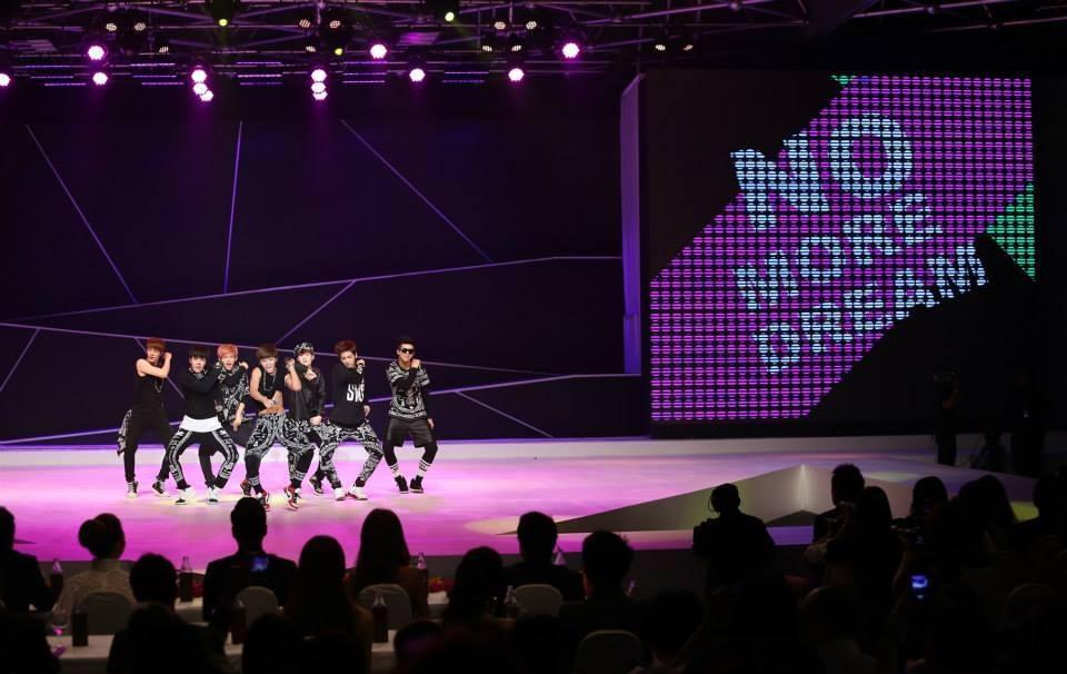 ฟินกับหนุ่มๆวง BTS กับมินิคอนเสิร์ตในไทย