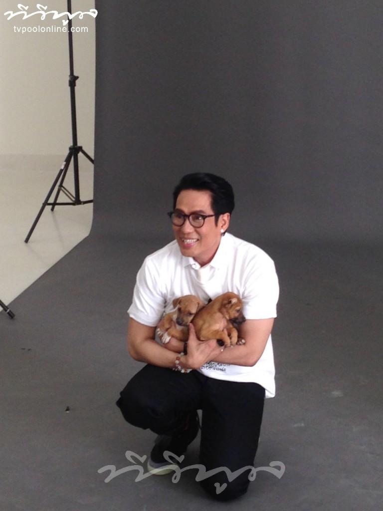 """พิเศษ!! เบื้องหลัง """"พี่เบิร์ด"""" ถ่ายแบบในฐานะแบรนด์แอมบาสเตอร์ โครงการคนรักน้องหมา (Cr.mamaii TVPool)"""