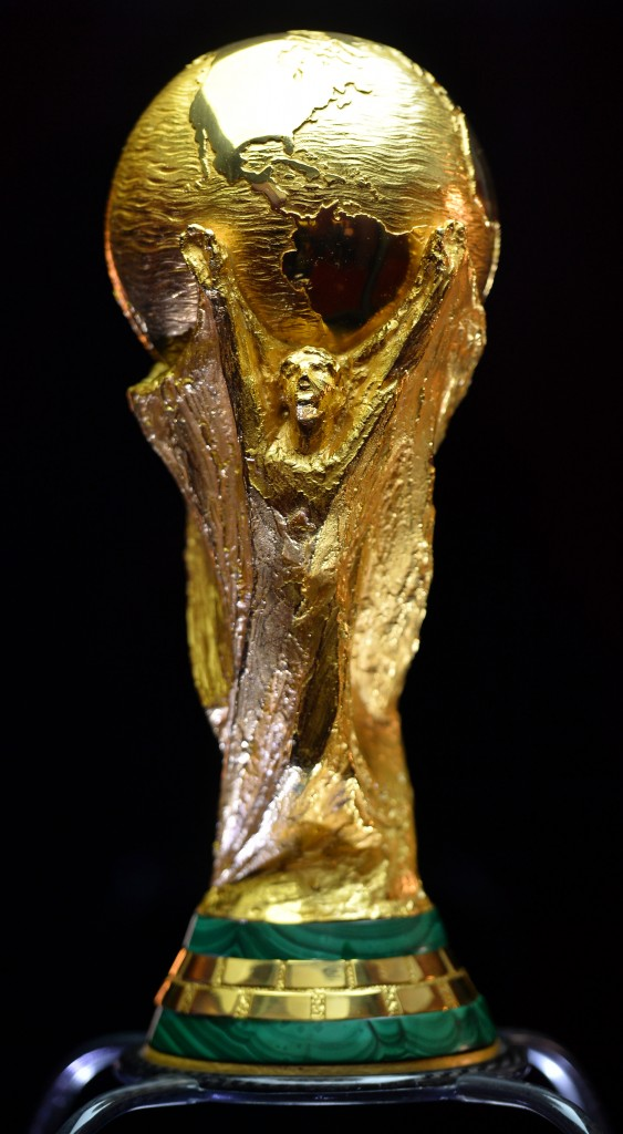 อลังการ! ถ้วยรางวัลในศึก ฟุตบอลโลก 2014