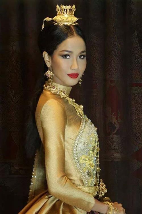 """งามสง่าจริงๆ """"เมญ่า"""" ในชุดไทยที่จะประกวด Miss World 2014"""