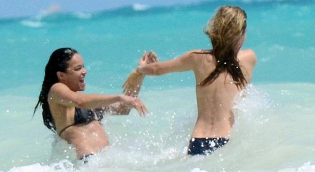 """อั้ยย่ะ!! """"มิเชล โรดริเกวซ"""" ควงคู่เบี้ยนนางแบบ จูบดูดดื่มกลางทะเล"""