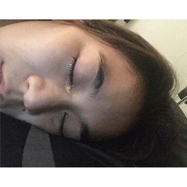 """เกิดอะไรขึ้นกับ """"จูน"""" ภรรยาเปิ้ล นาคร นอนน้ำตาไหลแบบนี้!"""