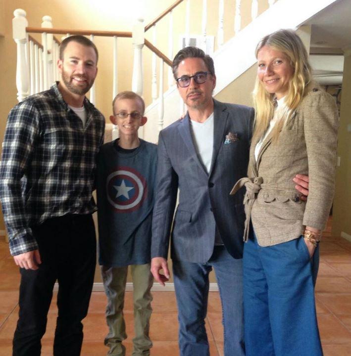Robert Downey Jr และ Chris Evans เยี่ยมแฟนพันธุ์แท้พวกเขาที่ป่วยเป็นมะเร็ง