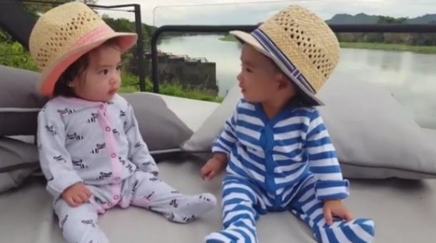 """ชมภาพพี่น้องพาเที่ยว """"อลิน-อลัน"""" น่ารักซะจริงๆ"""