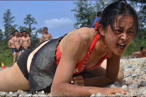 """งานดี! """"บอดี้การ์ดหญิง"""" อาชีพรายได้สูงที่กำลังมาแรงในจีน"""