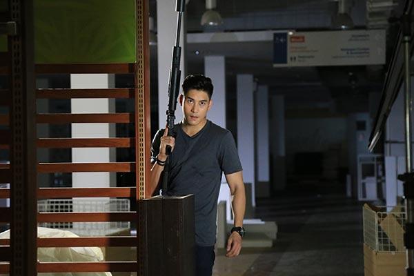 เคน ภูภูมิ ไร้กังวล จับปืน ขี่บิ๊กไบค์ โชว์ลีลาบู๊ ใน คงกระพันนารี!!!