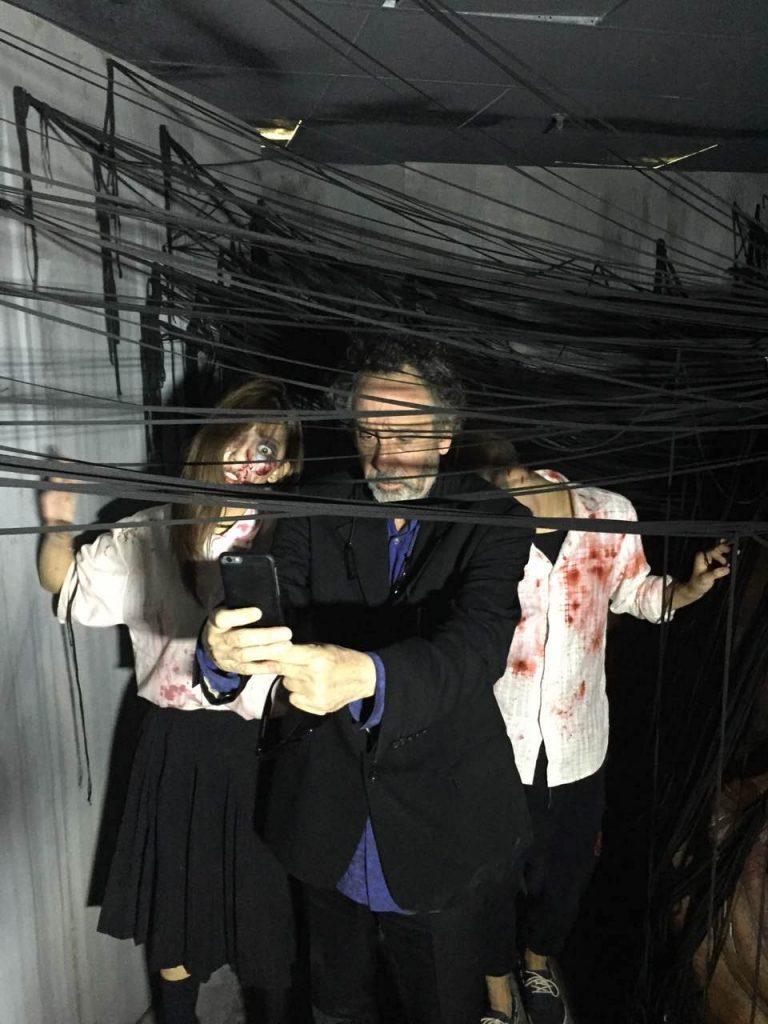"""ผู้กำกับระดับโลก """"ทิม เบอร์ตัน"""" เจอผีไทยที่ """"Scream Shanghai"""" สยองแค่ไหนถามใจดู ถึงกับร้องแบบนี้…!!"""
