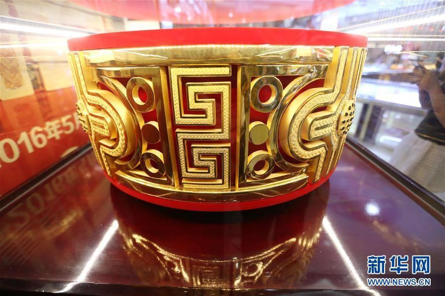 มันใหญ่มาก! พี่จีนโชว์ความอลังการ สร้างแหวนทองขนาดยักษ์ หนักเกือบร้อยโล