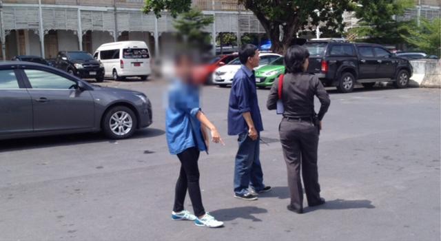 """สุดเหิมเกริม!!! """"3 คนร้ายฉุดนักเรียนสาวม.6 ขึ้นรถยนต์"""" ขณะเดินทางไปเรียน!!!"""
