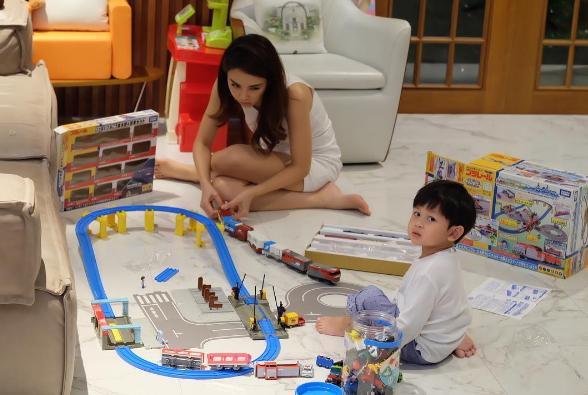 ส่องมุมโปรด เป้ย ปานวาด กับลูกในบ้านหลังใหญ่!!!