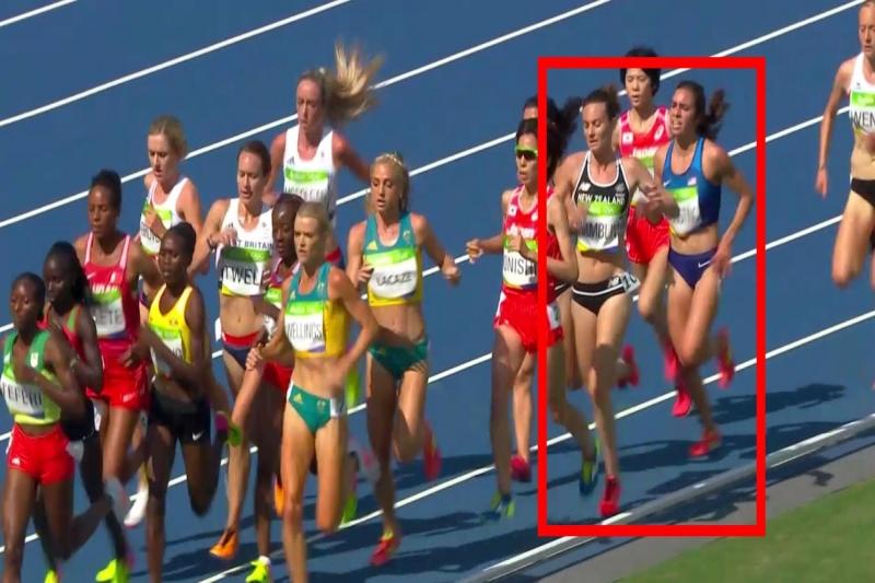 สุดยอดสปิริต! สองนักวิ่งสาวเกิดสะดุดล้ม ในการแข่งจนบาดเจ็บ แต่ช่วยกันพยุงเข้าเส้นชัยด้วยกัน
