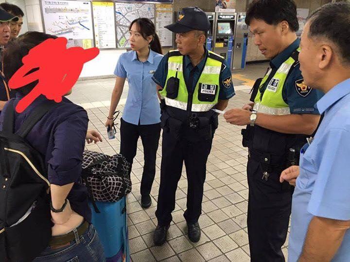 """มนุษย์ป้าอันตราย! คนโพสต์เตือนภัย ไปเที่ยวเกาหลีเจอ """"มนุษย์ป้า"""" พุ่งใส่ใช้เข็มฉีดยาแทง"""