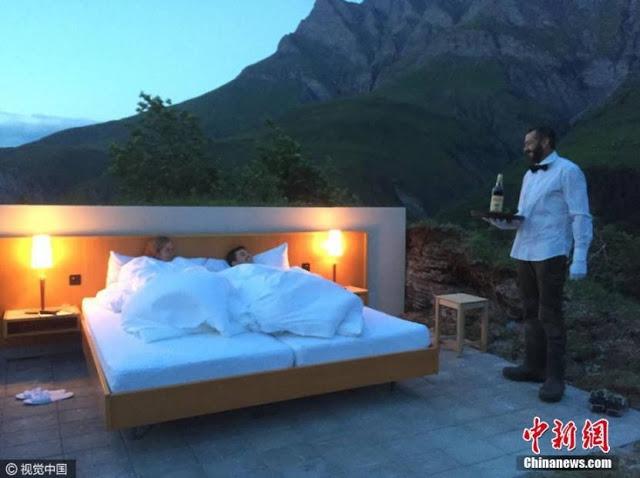 แปลกแต่จริง!!!!สะเทือนวงการ…พบโรงแรมประหลาดไม่มีประตู-ผนัง-เพดาน…พูดง่ายๆมีแค่เตียง!!