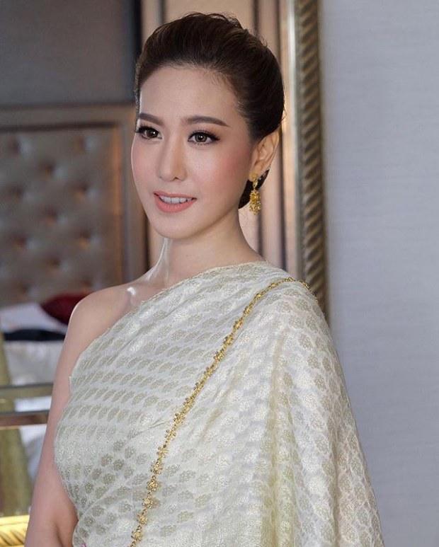 """พูดเลย!!!!! แซ่บกว่าพริก…แก๊งเพื่อนเจ้าสาว """"เนย โชติกา"""" ประชันความงามสวยอย่างไทย!!!!"""