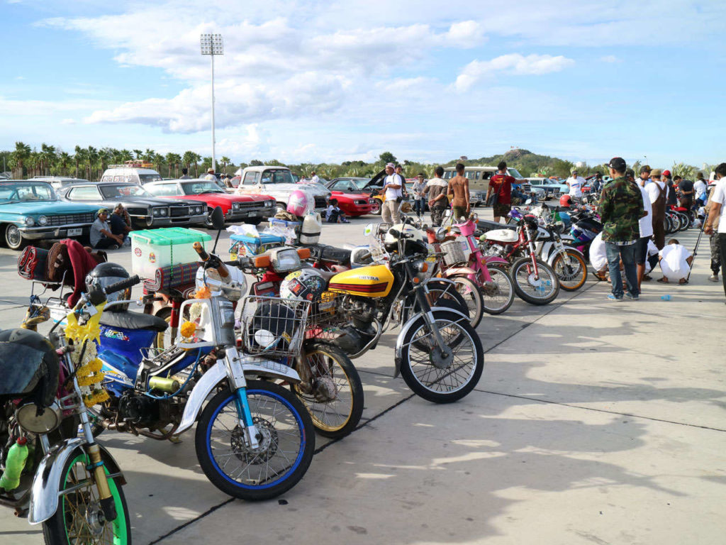 """คาราวานรถคลาสสิก หลายร้อยคันร่วมเดินทางมาหัวหินในงาน """"American car & American bike กอดหัวหิน 2016"""""""
