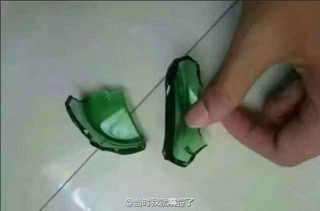 ฝีมือขั้นเทพ! หนุ่นจีนสุดเจ๋ง ใช้เศษขวดเบียร์แตก มาแปรรูปเป็นแหวนเพชร ขอแฟนแต่งงาน