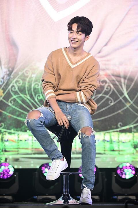แฟนไทยเพ้อหนัก! 'Nam Joo Hyuk' โปรยเสน่ห์มัดใจแบบฉบับองค์ชาย 13