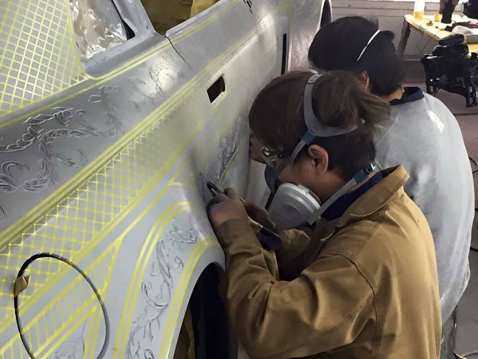 ฝีมือสุดยอด! ผลงานจิตรกรรมประยุกต์ โดยการแกะสลักลายบนรถยนต์หรู จากฝีมือคนญี่ปุ่น