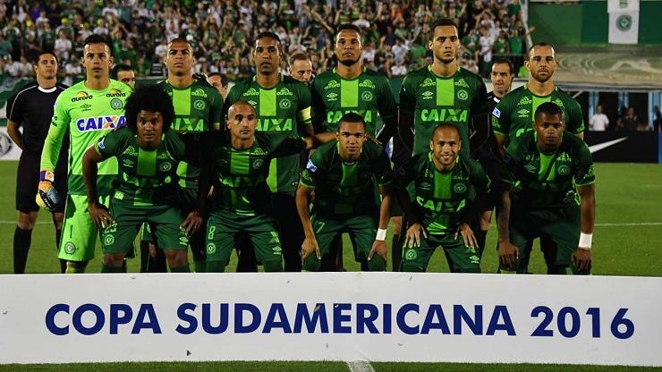 """วงการลูกหนังเศร้า!!! เครื่องบินทีมสโมสรลีกบราซิล """"ตกที่โคลอมเบีย"""" มีผู้เสียชีวิต 76 ราย รอด 5 คน!!!"""