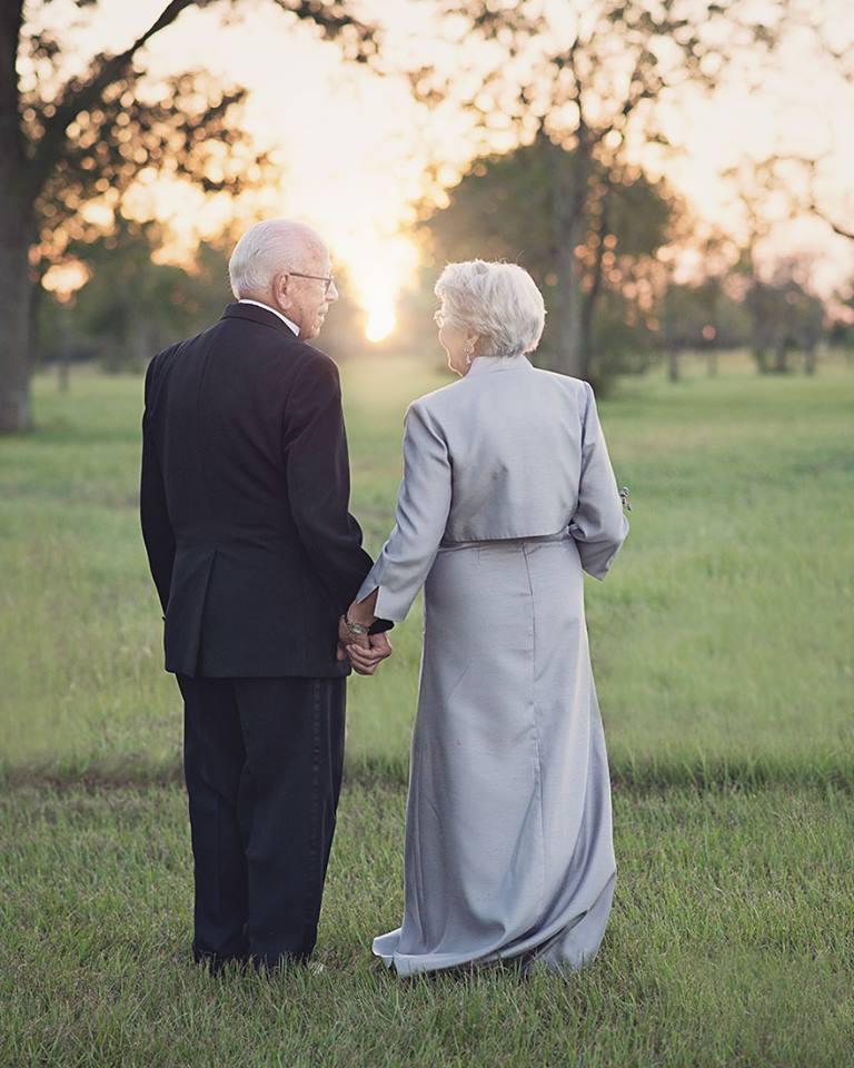 """รักเเท้!!! """"Ferris และ Margaret Romaire"""" คู่รักที่ครองรักมานานกว่า 70 ปี"""