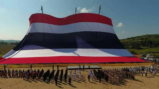 น้ำฝน-แดนนี่ตัวแทนประเทศลงกินเนสส์บุ๊กธงชาติไทยที่ใหญ่ที่สุดในโลก