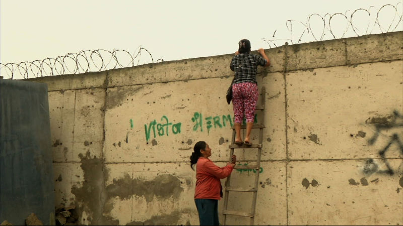 """เเบบนี้ก็ได้หรอ!!? เปรู """"สร้างกำเเพง"""" เพื่อแบ่งกั้นดินแดนระหว่าง """"คนรวย"""" และ """"คนจน"""""""