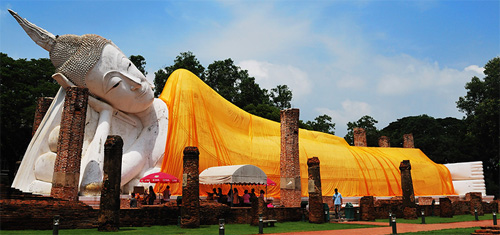 ใหญ่สุดในไทย…!!!ไหว้พระนอนองค์ใหญ่ที่สร้างขึ้นมาสมัยกรุงสุโขทัยที่วัดวัดขุนอินทประมูล
