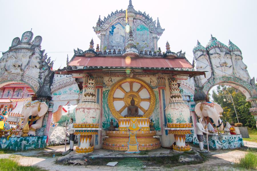 """ชวนชมความงาม…""""วัดป่าโนนสวรรค์""""ที่ประดับไปด้วยหม้อดินมากที่สุดในประเทศไทย"""