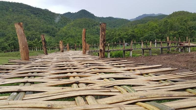 """สะพานไม้จากศรัทธา…!!! """"สะพานโขกู้โส่""""ทอดยาวท่ามกลางท้องนา แหล่งท่องเที่ยวเชิงวัฒนธรรม แม่ฮ่องสอน"""