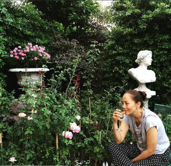 """บ้านสาวสองพันปี """"ต่าย เพ็ญพักตร์"""" ที่จัดสวนสวยเองกับมือ"""