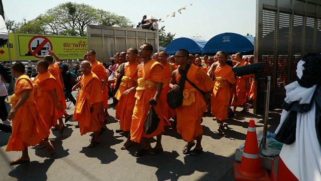 """""""อุ๋ย บุดดาเบลส"""" ไลฟ์สดชัดทุกคำตอบถึง""""ธรรมกาย"""" อยู่ในไทยก็ต้องเคารพกฏ (ชมคลิป)"""