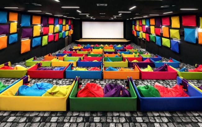 """ฟรุ้งฟริ้งไปอีก!!! Tuli Cinema """"โรงหนังสีสันสดใส"""" ในประเทศสโลวาเกีย!!!"""