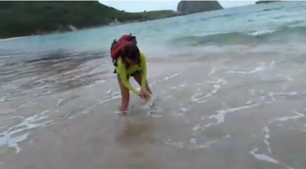 """ซวย 2 เด้ง!!! """"สาวบราซิลถูกลูกฉลามกัด"""" เเถมโดนค่าปรับอีกนับเเสนบาท หลังเธอทำสิ่งนี้!!! (ชมคลิป)"""
