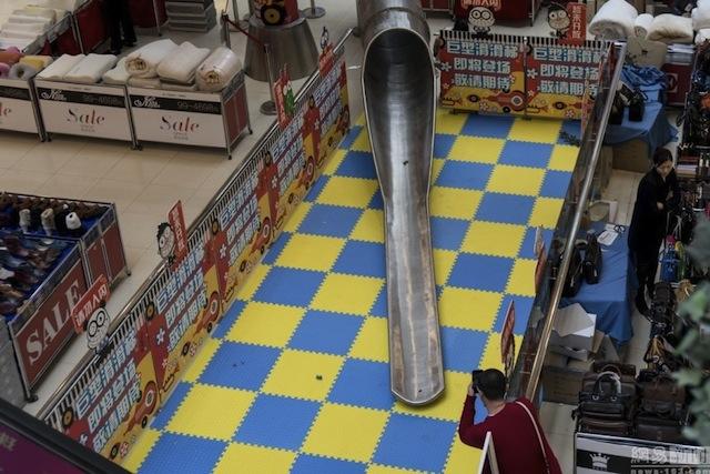 ช้อปไป เสียวไป…!!!ห้างจีนสร้างสไลเดอร์ยักษ์ เอาใจขาช้อปให้ลื่นลงจากชั้น 4 ในเวลา 12 วินาที(ชมคลิป)