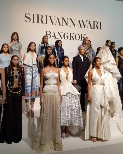 ชมบรรยากาศงานแฟชั่นโชว์อลังการ SIRIVANNAVARI SS2017 พระองค์หญิงฯ ทรงออกแบบ!