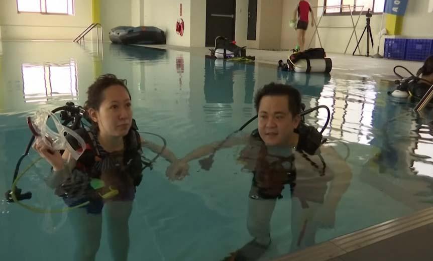 """สุดเจ๋ง!!! โรงแรมในไต้หวัน """"เปิดตัวสระน้ำลึก 21 เมตร"""" เพื่อให้ลูกค้าได้ดำน้ำเเบบสคูบ้า!!!"""
