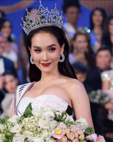 """มงลงแล้วจ้า!! """" โม จิรัชยา"""" มิสทิฟฟานี่ คว้ามงกุฎเวที Miss International Queen 2016 (ชมคลิป)"""
