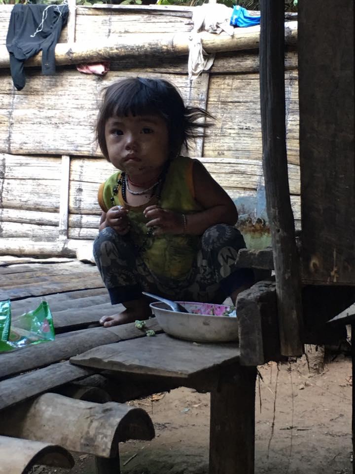 น่าสงสาร! เด็กในถิ่นทุรกันดาร เสื้อชุดนึงต้องใส่ถึงสามวัน วอนคนใจบุญช่วยเหลือ
