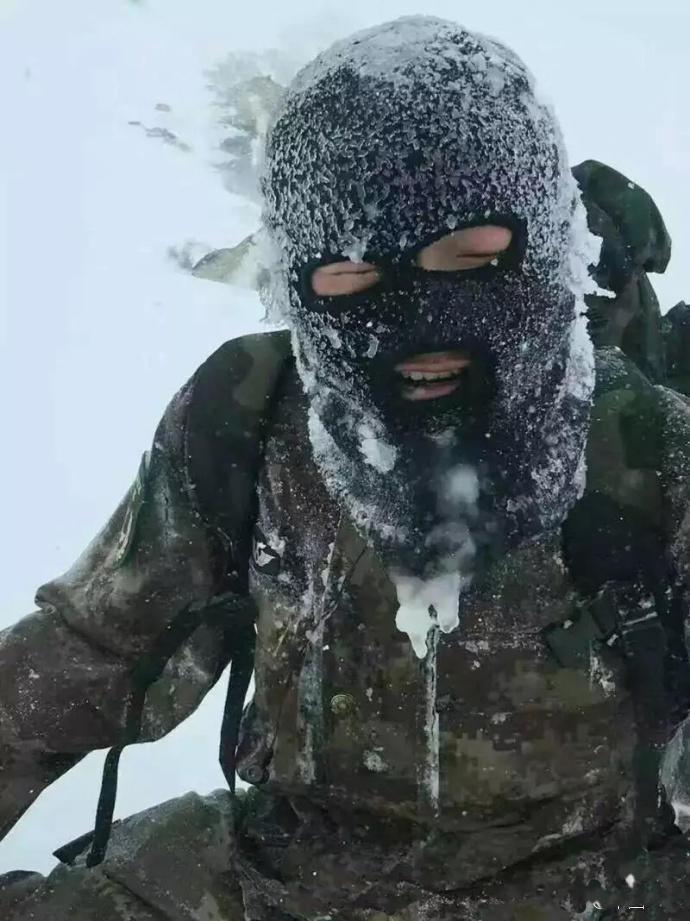 ทหารชายแดนจีน!! ฝ่าพายุหิมะไปส่งเสบียง หนาวจัดจนผ้าคุมหน้าแข็ง