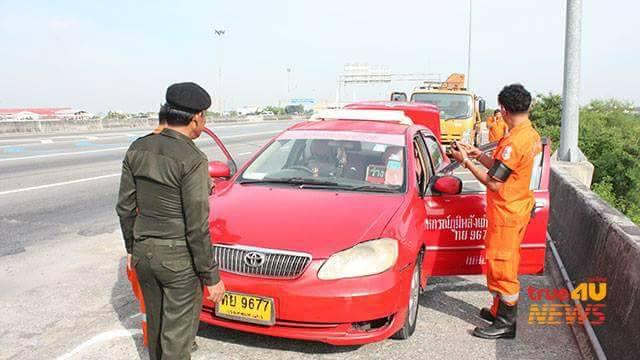 แท็กซี่ดวงกุด! รถก๊าซหมดบนทางด่วน จะปีนข้ามไปโทรศัพท์ดันพลัดตกร่องเสียชีวิต